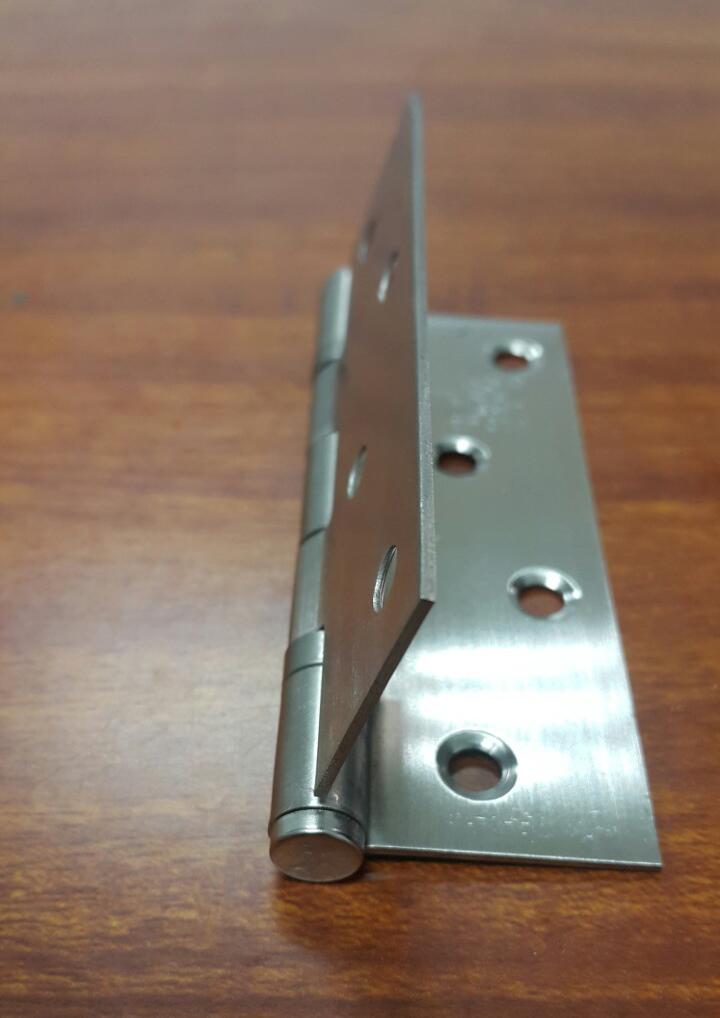 Độ dầy của bản lề inox được sản xuất tại Làng Rùa có độ dầy 1,5mm