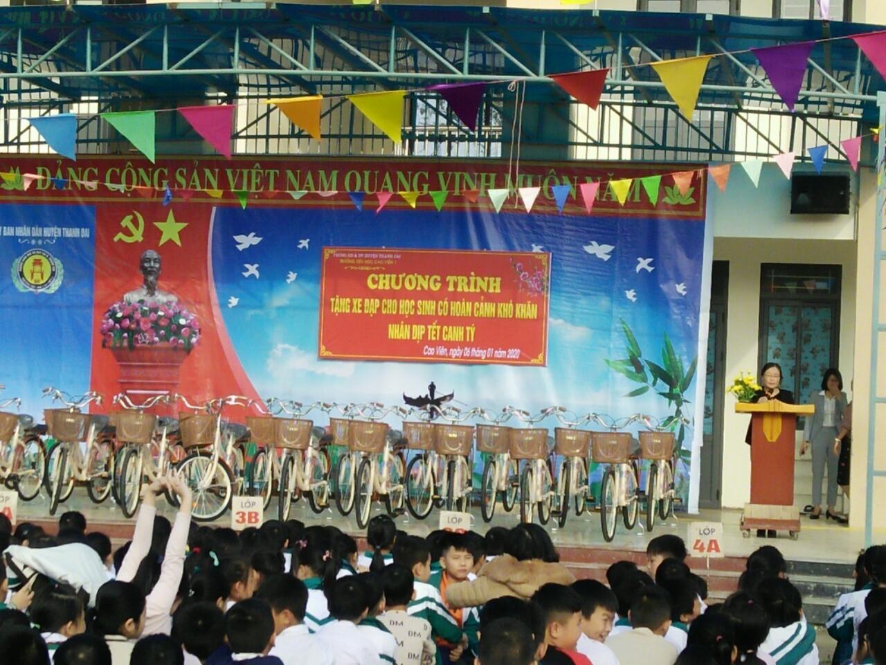 Công Ty Cơ Khí Làng Rùa Tặng 20 Xe Đạp Cho Quỹ Học Sinh Vượt Khó Huyện Thanh Oai